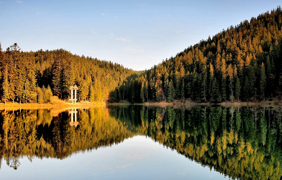 Озеро Синевир и водопад Шипот (фото взяте с www.kapitoliy.net.ua)