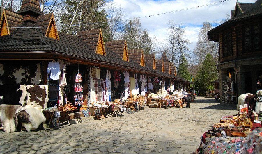 Сувенірний ринок - Яремче (фото взято з wikimapia.org)