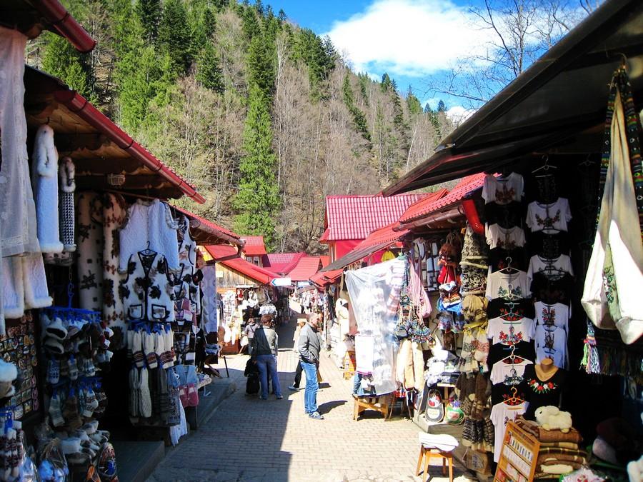 Сувенирный рынок в Яремче (фото взято с wikimapia.org)