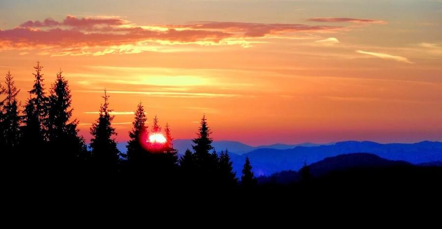 Захід сонця в Карпатах (фото взято із violetaola.blogspot.com)