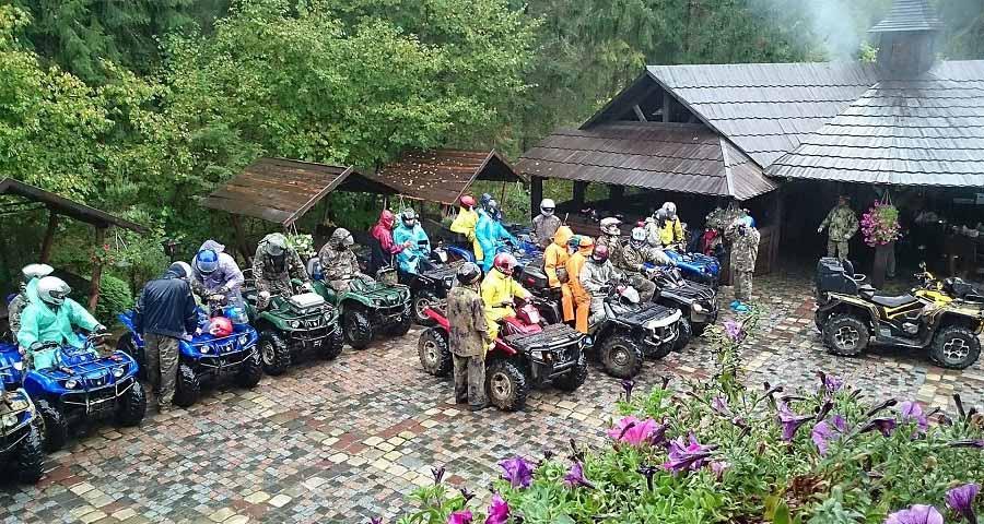 Поїздки на квадроциклах в Карпатах (фото взято із vv-hotel.com)